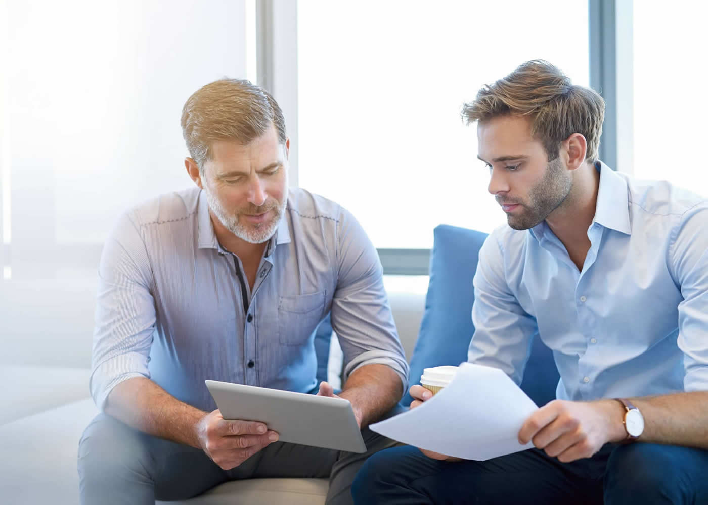 naem-2018-article-mature-businessman-using-digital-tablet-discuss-700x500