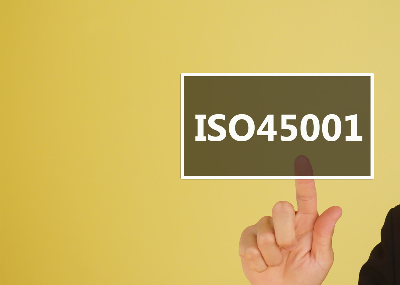 naem-2021-blog-2021-04-iso-45001-stay-ahead-of-the-curve-six-strategic-considerations-for-health-safety-700x500-min