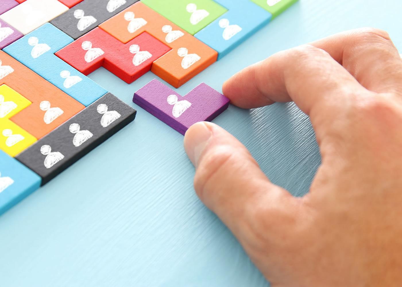 naem-2018-qanda-image-tangram-puzzle-blocks-people-icons-700x500
